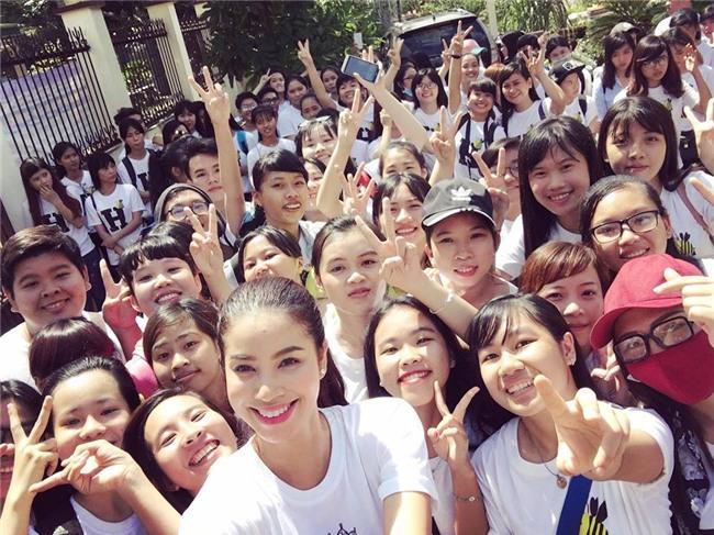 "pham huong can gi dien vay cong chua, mac the nay da du ""don tim"" hinh anh 15"