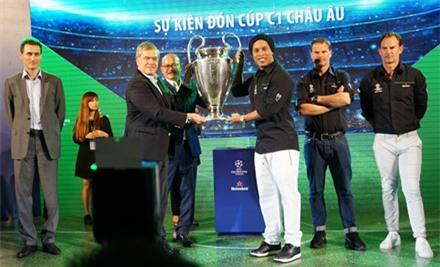 """Ronaldinho: """"Tình yêu bóng đá của người Việt Nam không kém so với Brazil"""" ảnh 1"""