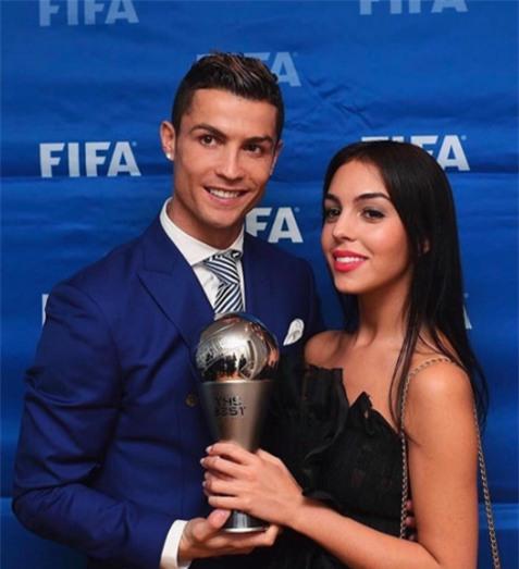 Georgina Rodriguez: Lọ Lem thời hiện đại lọt mắt xanh Hoàng tử Ronaldo - Ảnh 2.
