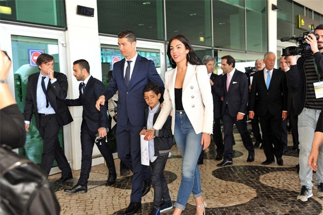 Georgina Rodriguez: Lọ Lem thời hiện đại lọt mắt xanh Hoàng tử Ronaldo - Ảnh 3.