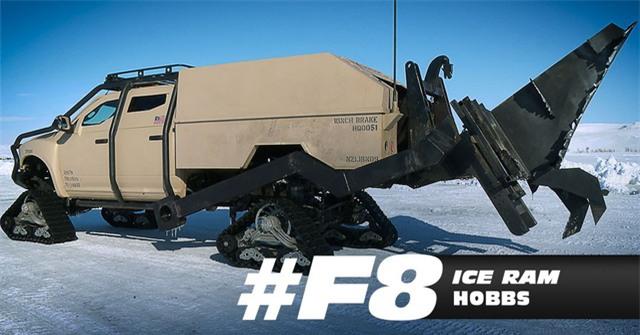 Nhân vật Luke Hobbs (Dwayne Johnson) lái một chiếc Ice Ram với đuôi xe được lắp thêm lưỡi thép, giúp tăng khả năng tác chiến.