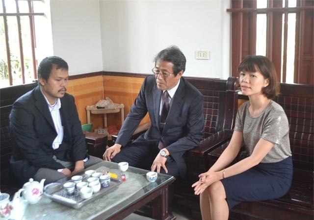 Đại sứ thông tin sự việc với anh Hào và gia đình về nghi phạm
