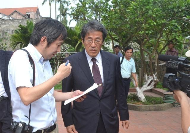 Rất nhiều PV Nhật Bản có mặt tại gia đình anh Hào để đưa tin