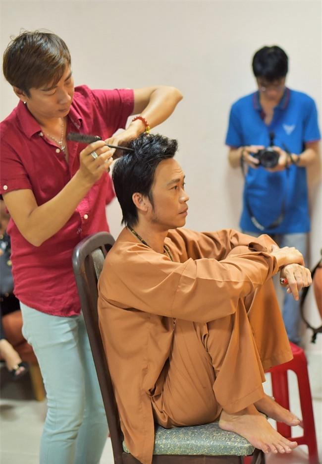 Trong hậu trường, giám khảo Hoài Linh sở hữu dáng ngồi không lẫn vào đâu được! - Ảnh 10.