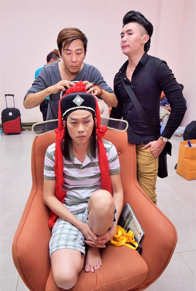 Trong hậu trường, giám khảo Hoài Linh sở hữu dáng ngồi không lẫn vào đâu được! - Ảnh 11.