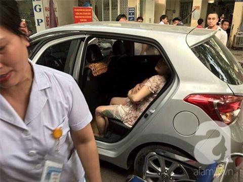 Hà Nội: Một sản phụ sinh con trên xe, chồng cầu cứu CSGT giúp đỡ - Ảnh 1.