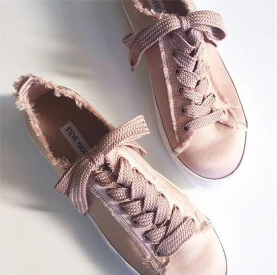 Qua rồi cái thời sneakers trắng là tâm điểm, 4 kiểu giày mới khiến chị em chao đảo là đây - Ảnh 6.