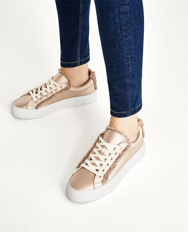 Qua rồi cái thời sneakers trắng là tâm điểm, 4 kiểu giày mới khiến chị em chao đảo là đây - Ảnh 7.