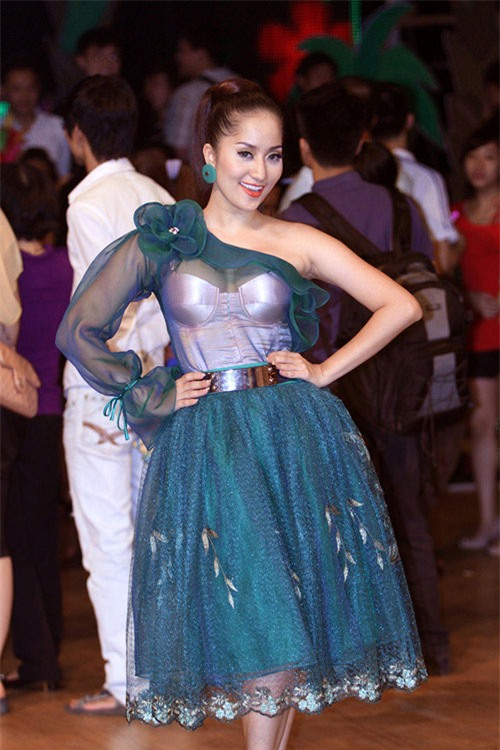 "nha phuong, my tam ha guc fans voi style ""mot mat mot con"" hinh anh 11"