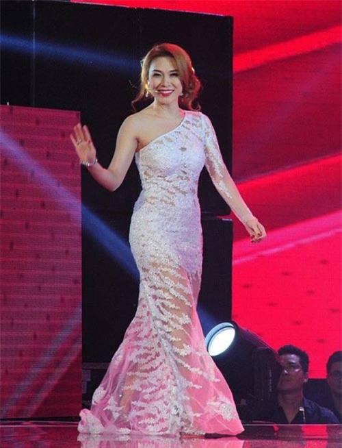 "nha phuong, my tam ha guc fans voi style ""mot mat mot con"" hinh anh 6"