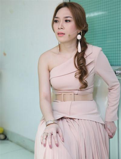 "nha phuong, my tam ha guc fans voi style ""mot mat mot con"" hinh anh 7"