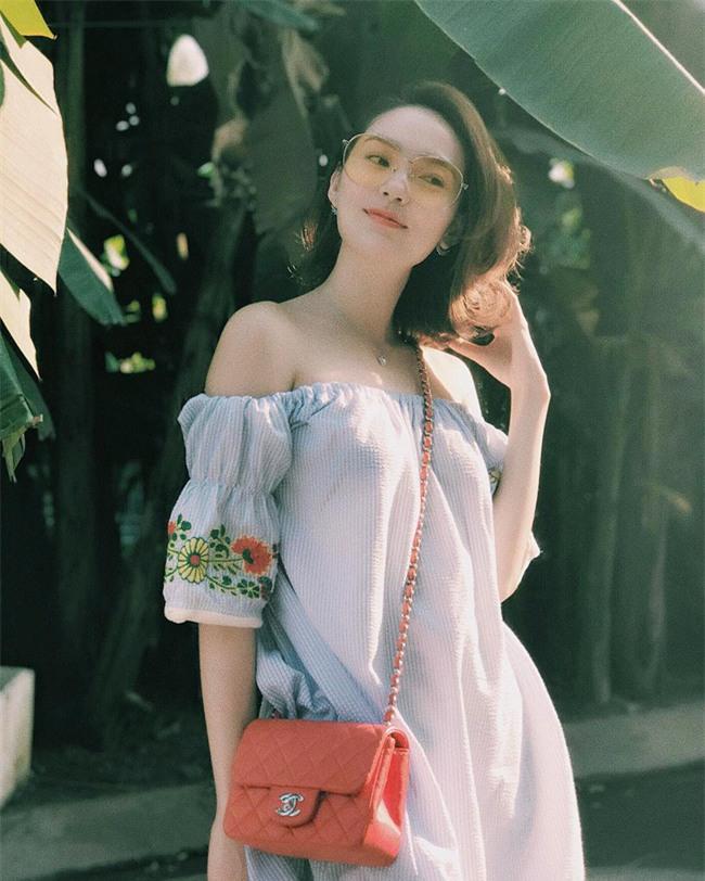 Cứ đến hè là sao Việt lại thích khoe trọn vai trần trong những thiết kế trễ vai mong manh - Ảnh 11.