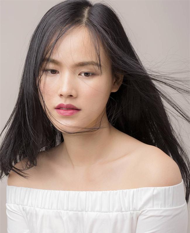 Cứ đến hè là sao Việt lại thích khoe trọn vai trần trong những thiết kế trễ vai mong manh - Ảnh 18.