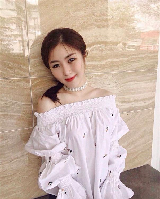 Cứ đến hè là sao Việt lại thích khoe trọn vai trần trong những thiết kế trễ vai mong manh - Ảnh 19.