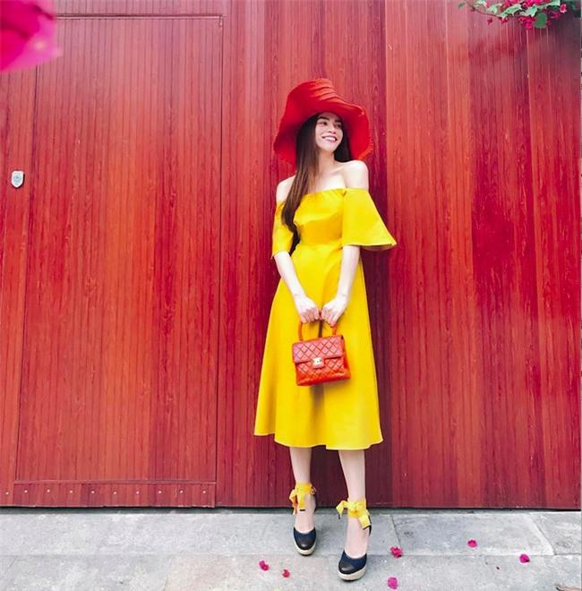 Cứ đến hè là sao Việt lại thích khoe trọn vai trần trong những thiết kế trễ vai mong manh - Ảnh 3.