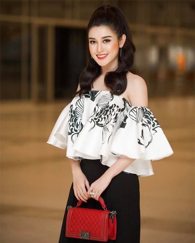 Cứ đến hè là sao Việt lại thích khoe trọn vai trần trong những thiết kế trễ vai mong manh - Ảnh 7.