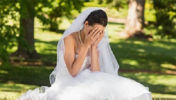 Hoảng hồn khi bạn của chồng đến vui tân hôn và những trò đùa không thể tưởng - Ảnh 2.