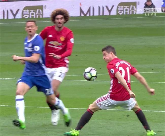 Người hùng của Man Utd phủ nhận cố tình chơi bóng bằng tay - Ảnh 2.