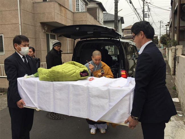 Sư cô đau xót đồng hành cùng Nhật Linh những ngày cuối ở Nhật - Ảnh 1.