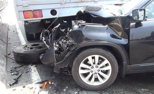 Tông xe liên hoàn, đôi vợ chồng khóc thét trong ôtô 7 chỗ kẹp chặt giữa xe tải, tai nạn giao thông nghiêm trọng, tai nạn liên hoàn trên quốc lộ 1, tai nạn