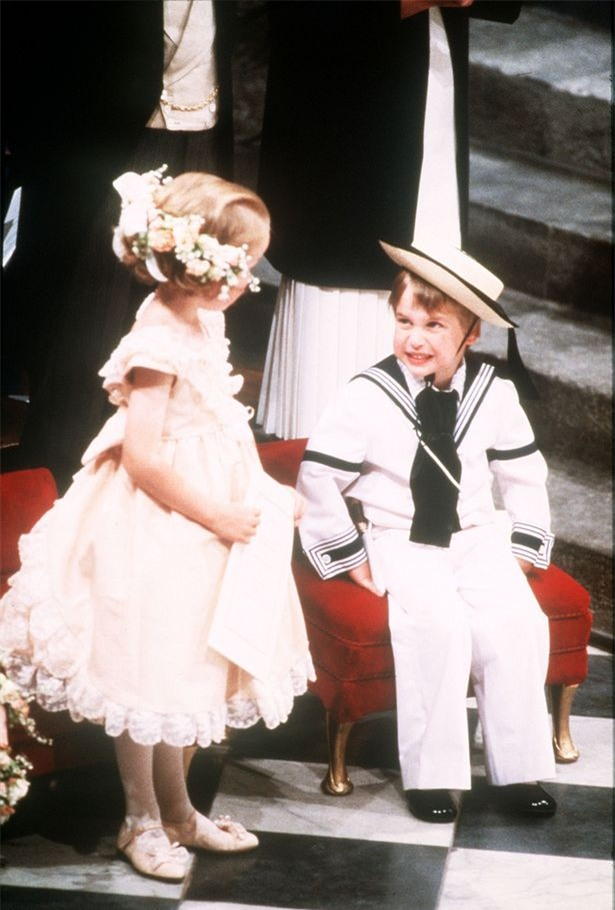 Hoàng tử nhí George và công chúa Charlotte háo hức làm phù dâu phù rể trong đám cưới hoàng gia - Ảnh 10.