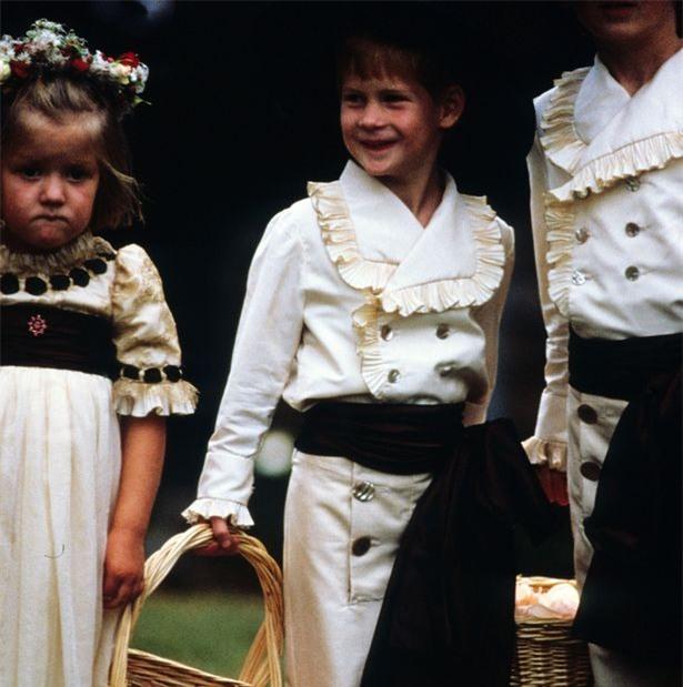Hoàng tử nhí George và công chúa Charlotte háo hức làm phù dâu phù rể trong đám cưới hoàng gia - Ảnh 2.