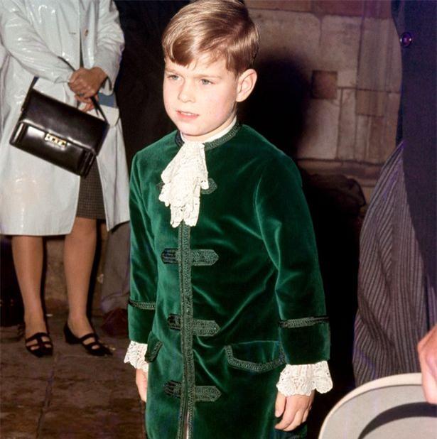 Hoàng tử nhí George và công chúa Charlotte háo hức làm phù dâu phù rể trong đám cưới hoàng gia - Ảnh 4.