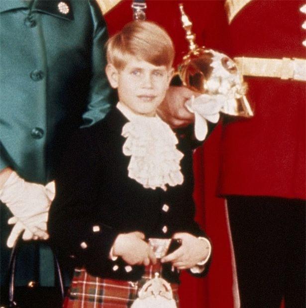 Hoàng tử nhí George và công chúa Charlotte háo hức làm phù dâu phù rể trong đám cưới hoàng gia - Ảnh 6.