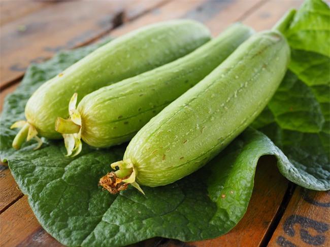 Mướp đã vào mùa, hãy tận dụng loại thực phẩm dân dã này làm thuốc nếu bạn mắc phải những căn bệnh sau - Ảnh 2.