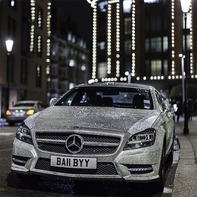 Thèm nhỏ dãi trước siêu xe Mercedes đính 1 triệu viên pha lê lấp lánh của nữ sinh Nga - Ảnh 2.