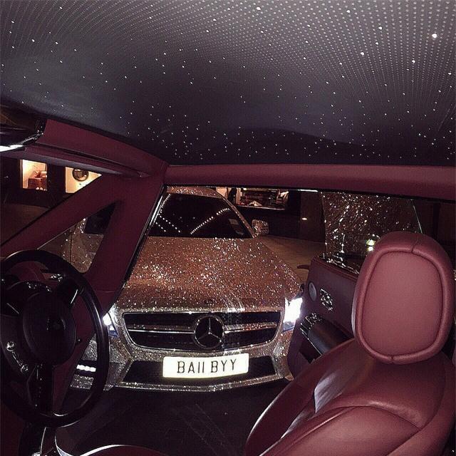 Thèm nhỏ dãi trước siêu xe Mercedes đính 1 triệu viên pha lê lấp lánh của nữ sinh Nga - Ảnh 6.