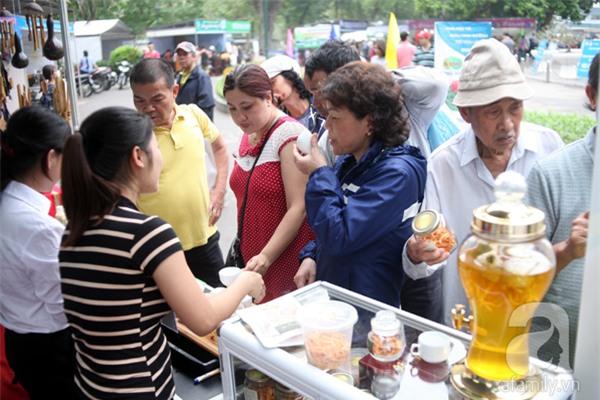 2 ngàn đồng/hạt gia vị, gần 1 triệu đồng/kg tỏi vẫn khiến hàng trăm người dân Hà Nội lùng mua - Ảnh 15.
