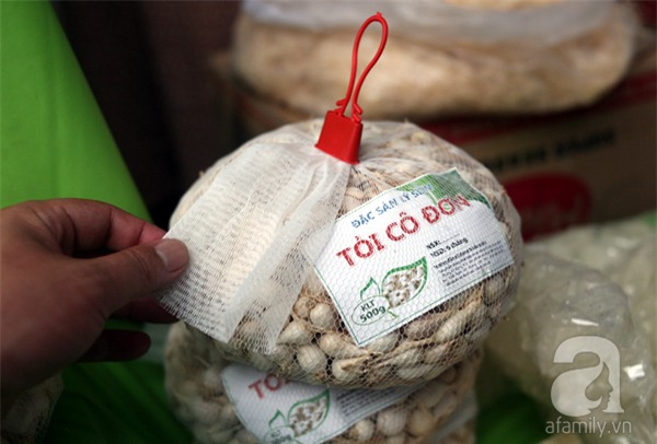 2 ngàn đồng/hạt gia vị, gần 1 triệu đồng/kg tỏi vẫn khiến hàng trăm người dân Hà Nội lùng mua - Ảnh 2.