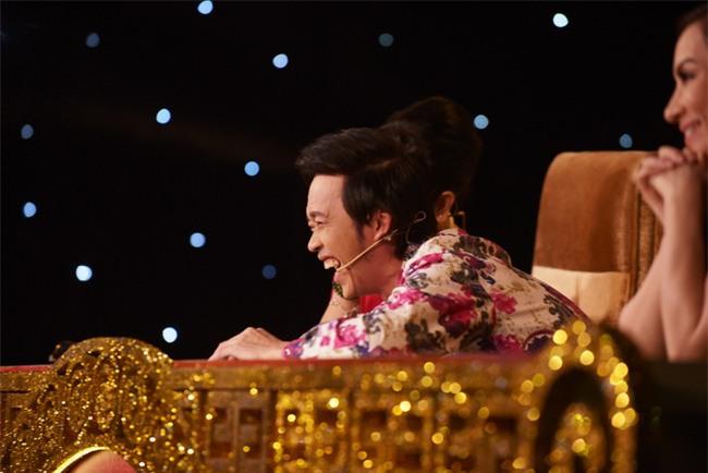 Hoài Linh trơ mặt trên ghế nóng bởi hành động không báo trước của thí sinh - Ảnh 5.
