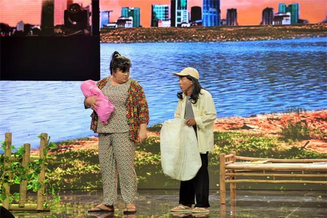 Hoài Linh trơ mặt trên ghế nóng bởi hành động không báo trước của thí sinh - Ảnh 9.