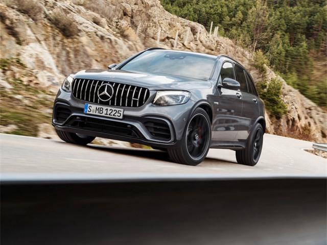 Tại Triển lãm ô tô New York 2017, Mercedes-AMG đã giới thiệu một cặp crossover tính năng vận hành cao; đó là SUV GLC 63 và...