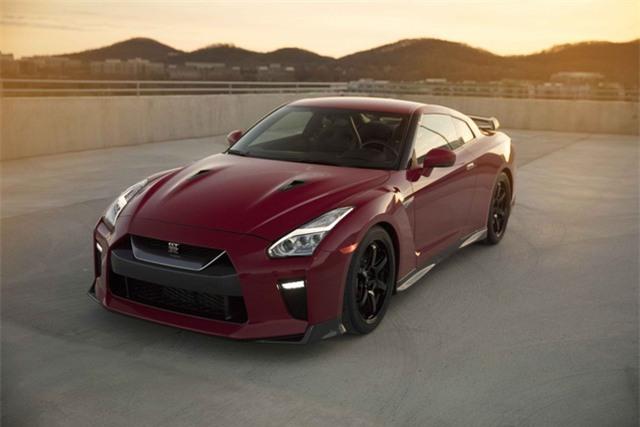 Trong khi đó, Nissan tung ra một phiên bản mới của dòng GT-R, với tên gọi Track Edition, cùng với...