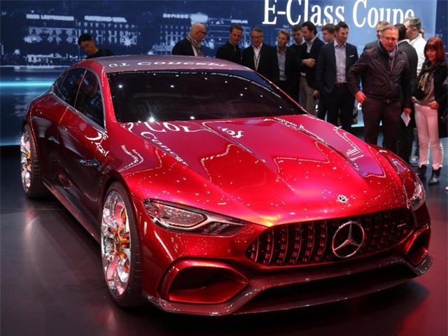 Concept GT đến từ Mercedes-AMG thu hút sự chú ý của khách tham quan với động cơ hybrid công suất 800 mã lực.