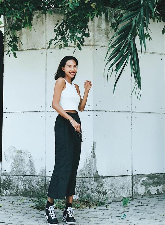 Angela Phương Trinh dìm chiều cao bằng quần loe quá khổ, Đỗ Mỹ Linh chững chạc với tóc uốn xoăn - Ảnh 16.