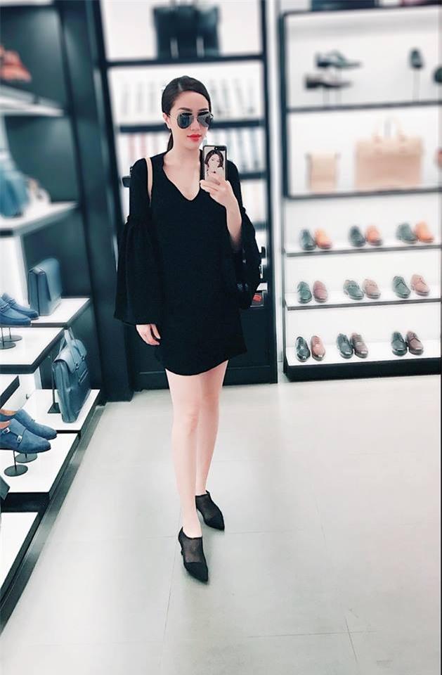 Angela Phương Trinh dìm chiều cao bằng quần loe quá khổ, Đỗ Mỹ Linh chững chạc với tóc uốn xoăn - Ảnh 22.