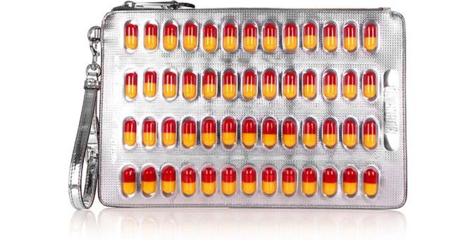 Moschino ra mắt túi xách hình vỉ thuốc giá... 25 triệu đồng - Ảnh 3.