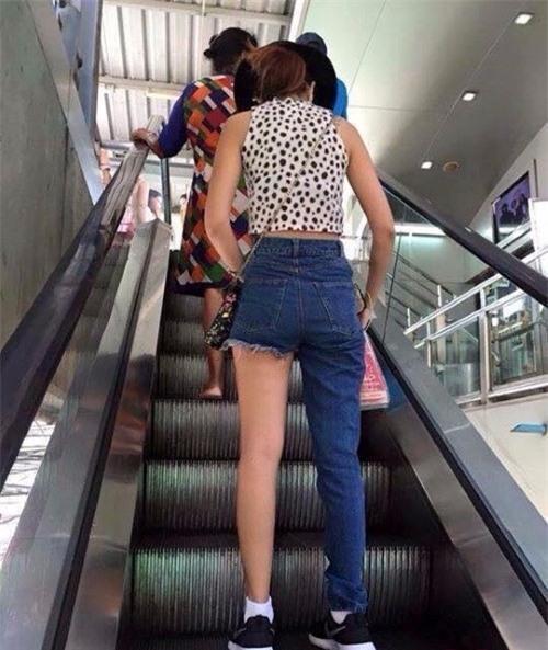 Các hãng thời trang liên tiếp tung ra những kiểu quần jeans lạ đời khiến dân tình mắt tròn mắt dẹt - Ảnh 14.