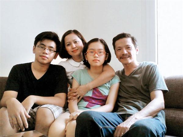 Gia đình hạnh phúc của NS Trung Anh.