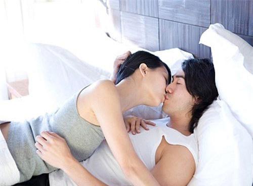 Nhiều cặp đôi không lên đỉnh chỉ vì làm một việc quen thuộc trước khi chuẩn bị cuộc yêu - Ảnh 2.