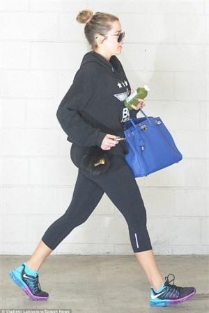 Hermes Birkin: Ngọc Trinh xách đi làm móng, nhà Kardashian thì mang đi... tập gym - Ảnh 12.