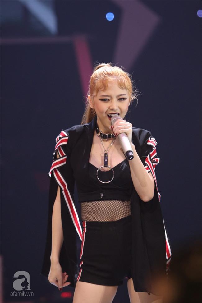 Vướng scandal The Face, Hồ Ngọc Hà tạm nhường ghế nóng cho Hari Won - Ảnh 3.