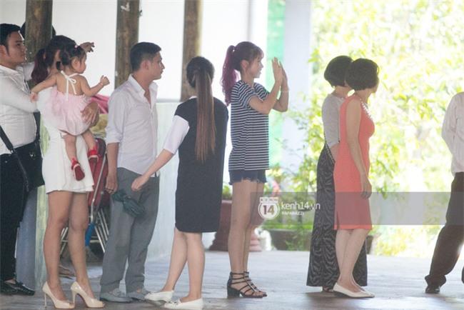 Clip độc quyền: Khởi My quyến luyến ra tận xe vẫy tay tiễn Kelvin Khánh về Sài Gòn - Ảnh 3.