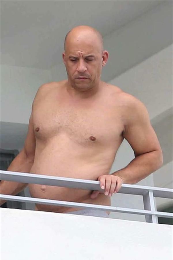 Ảnh quá khứ béo phệ, lộ bụng mỡ của Dom Vin Diesel bị đào mộ
