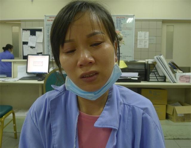 Chị Dung đau đớn, kiệt quệ vì không vay được tiếp tiền để cứu chồng.
