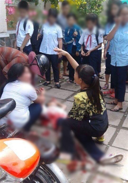 Nhóm nữ sinh lớp 6 ở Sài Gòn hỗn chiến gần trường học, nhiều người bị thương - Ảnh 1.